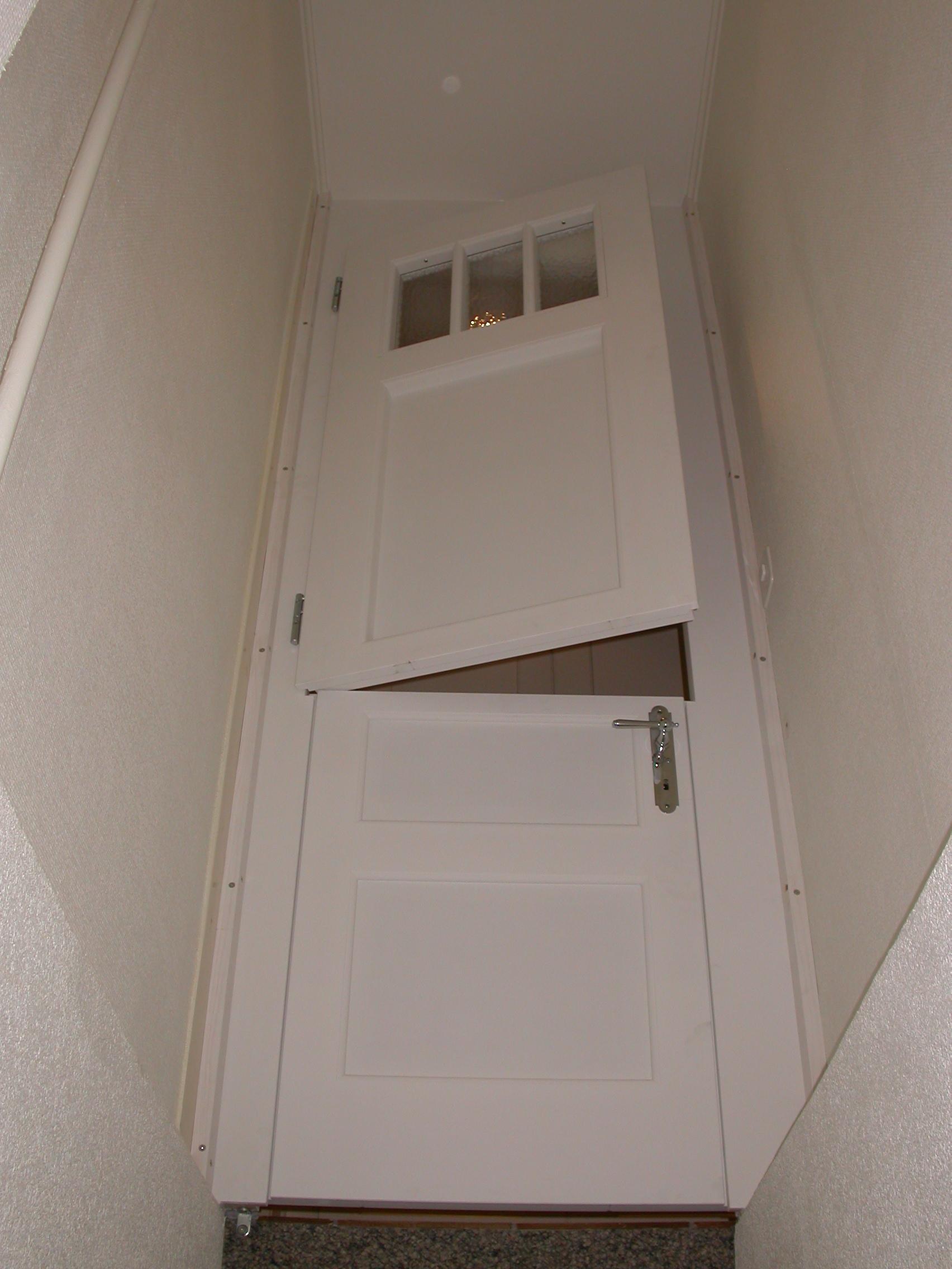 Porte de cave en deux parties